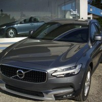 Volvo V90 Cross Country lato anteriore