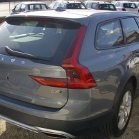 Volvo V90 Cross Country lato posteriore